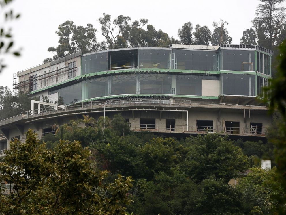 PHOTO: A mansion is seen under construction on Strada Vecchia Road in Los Angeles, May 31, 2017.
