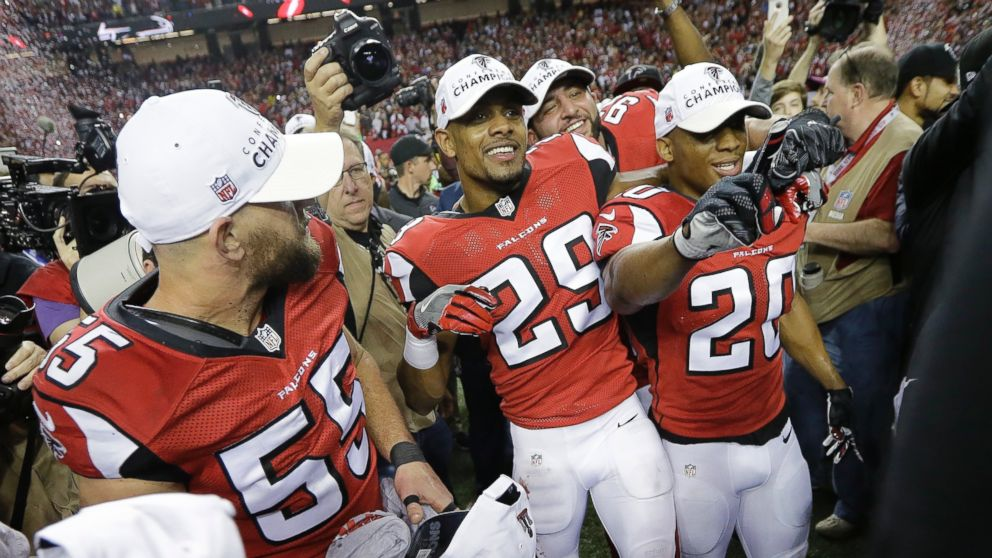 Atlanta Falcons players celebrate after the NFL football NFC championship  game against the Green Bay Packers 51abe161d