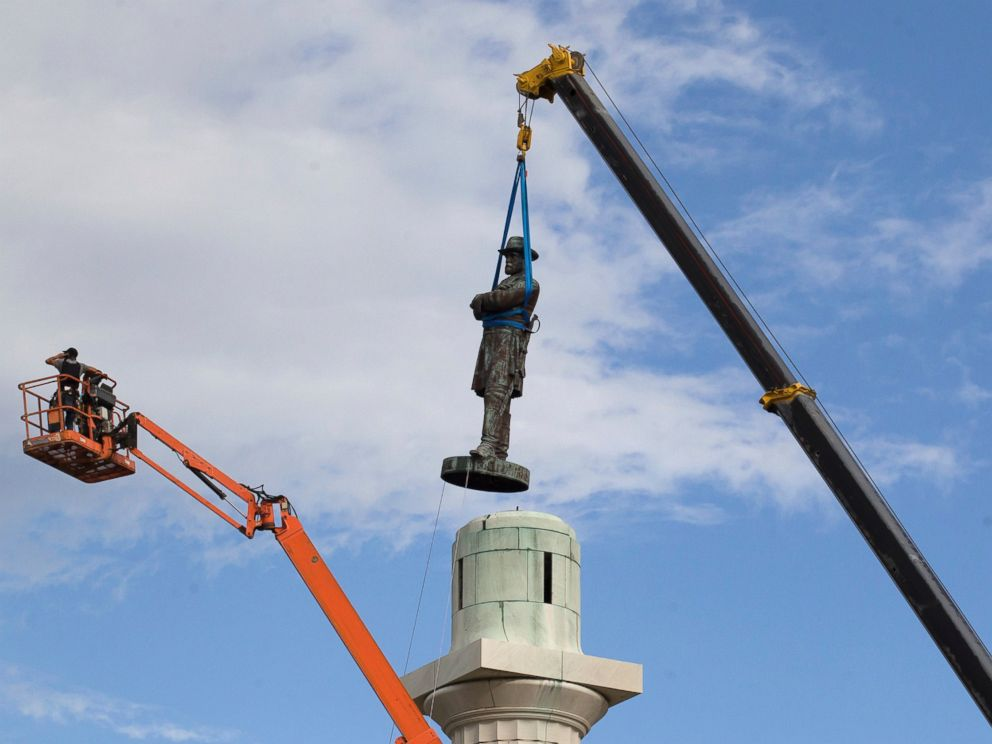 PHOTO: A statue of Confederate General Robert E. Lee is removed from Lee Circle, May 19, 2017, in New Orleans.