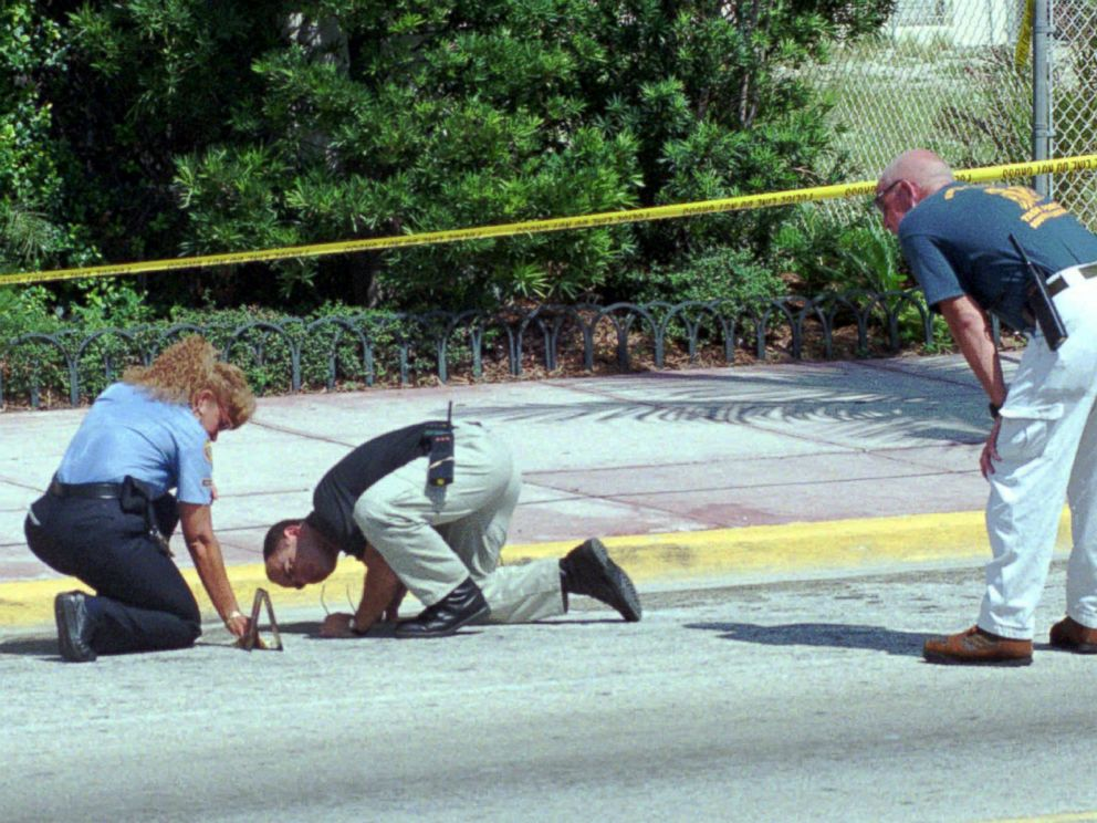 PHOTO: Detectives comb the ground for clues outside the home of slain Italian fashion designer Gianni Versace, July 15, 1997, in Miami Beach.