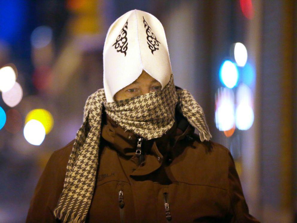 PHOTO: Scott Paulson, of South Milwaukee, walks to work, Dec. 13, 2016.