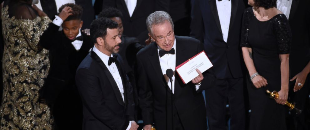 PHOTO: Presenter Warren Beatty shows the envelope with the actual winner for best picture as host Jimmy Kimmel, left, looks on at the Oscars on Sunday, Feb. 26, 2017