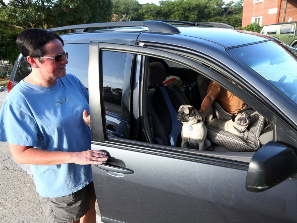 PHOTO: Susan Holbrook climbs into her car with husband Steve Kozlowski and her two pugs to leave Hatteras Island, N.C., July 2, 2014.