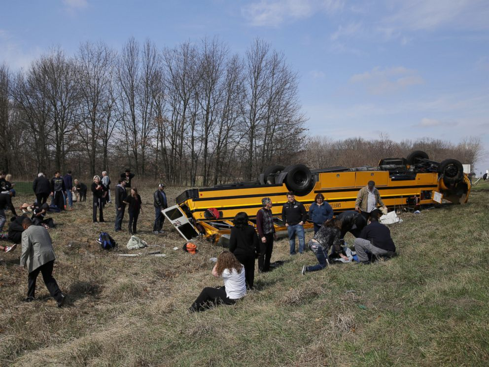 PHOTO:People on the scene of a school bus accident attend to the injured after the bus carrying Griffith High boys basketball team overturned in Demotte, Ind., March 19, 2016.