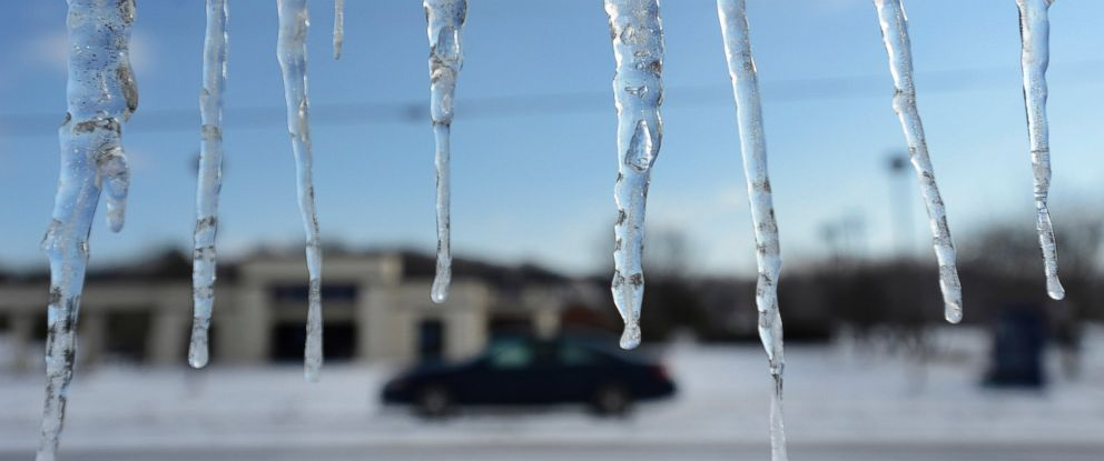 PHOTO: Icicles hang from a building, Feb. 18, 2015, in Nolensville, Tenn.