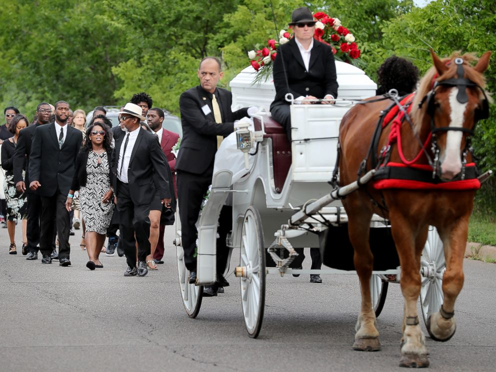 PHOTO: The funeral procession for Philando Castile makes its way along Concordia Avenue to The Cathedral of Saint Paul, July 14, 2016, in St. Paul, Minnesota.