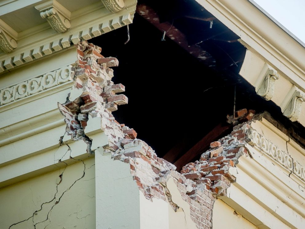 PHOTO: A corner of the historic Napa County Courthouse sits exposed following an earthquake, Aug. 24, 2014, in Napa, Calif.