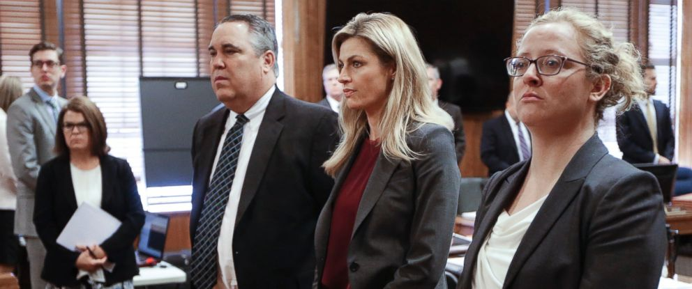 PHOTO:Sportscaster and television host Erin Andrews, second from right, stands as the jury enters the courtroom, March 2, 2016, in Nashville, Tenn.
