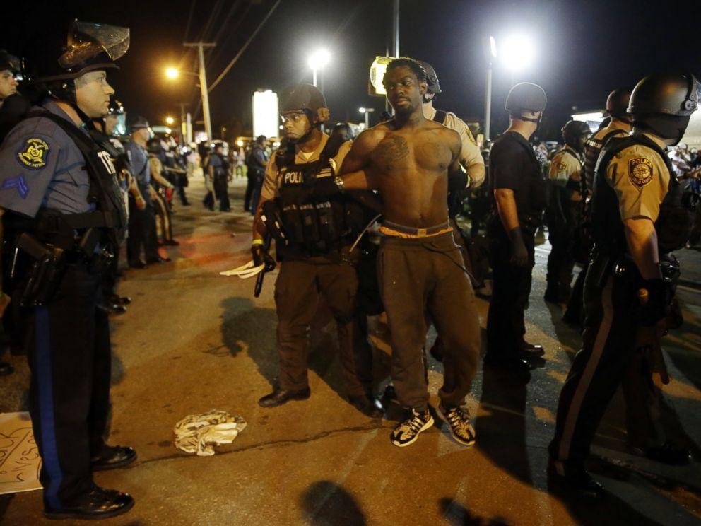 PHOTO: St. Louis County Police make an arrest along West Florissant Avenue, Aug. 10, 2015, in Ferguson, Mo.