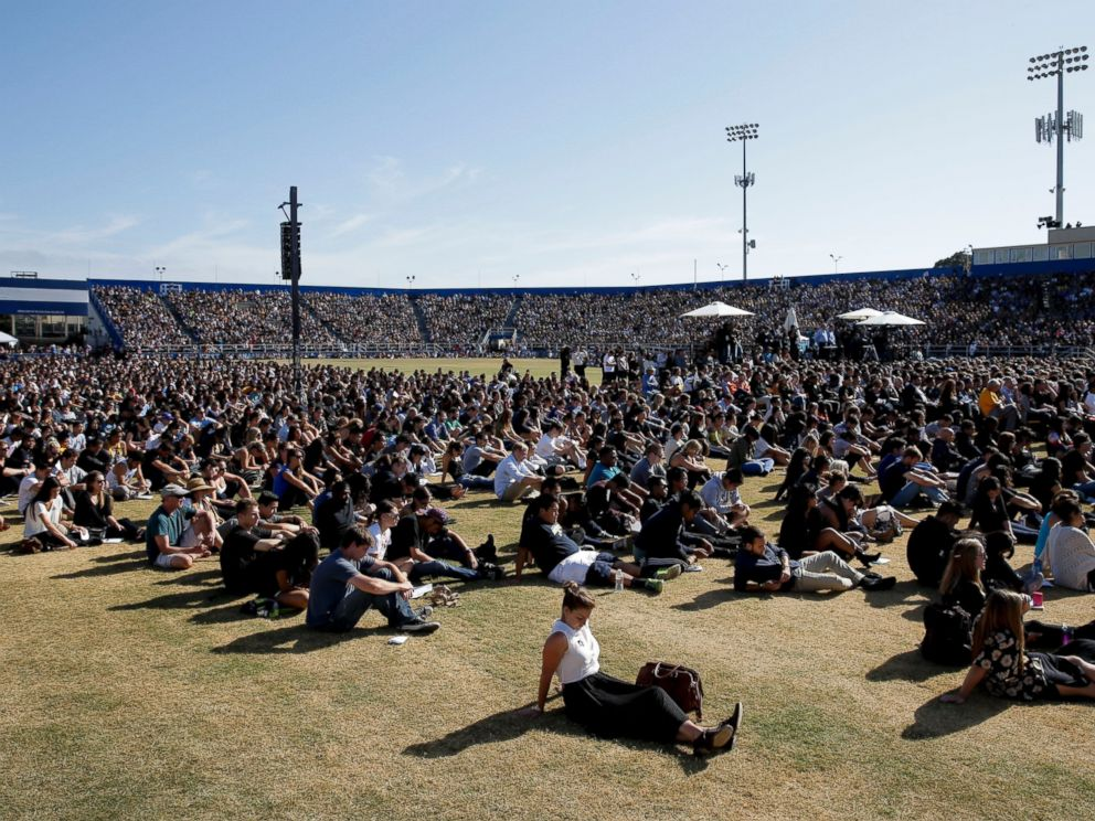PHOTO: The crowd listens during a memorial service at Harder Stadium on the campus of University of California, Santa Barbara, May 27, 2014.