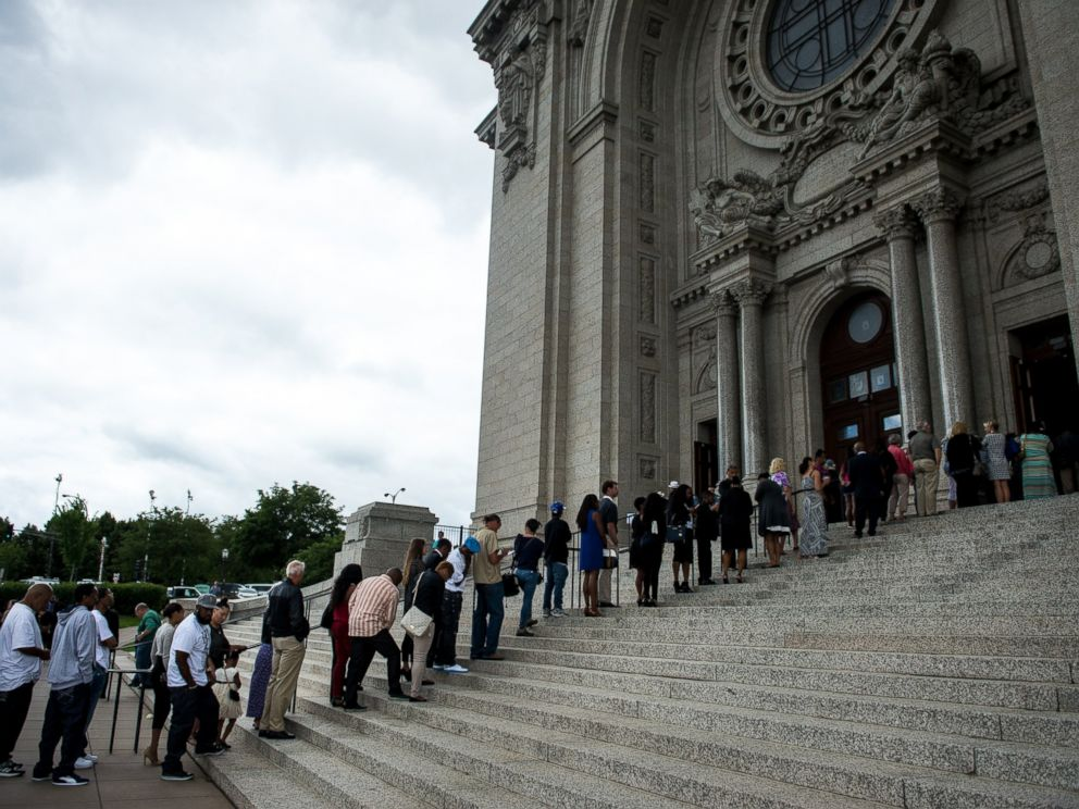 PHOTO: The long line outside the St. Paul Cathedral for the funeral of Philando Castile, July 14, 2016, at St. Paul Cathedral in St. Paul, Minnesota.