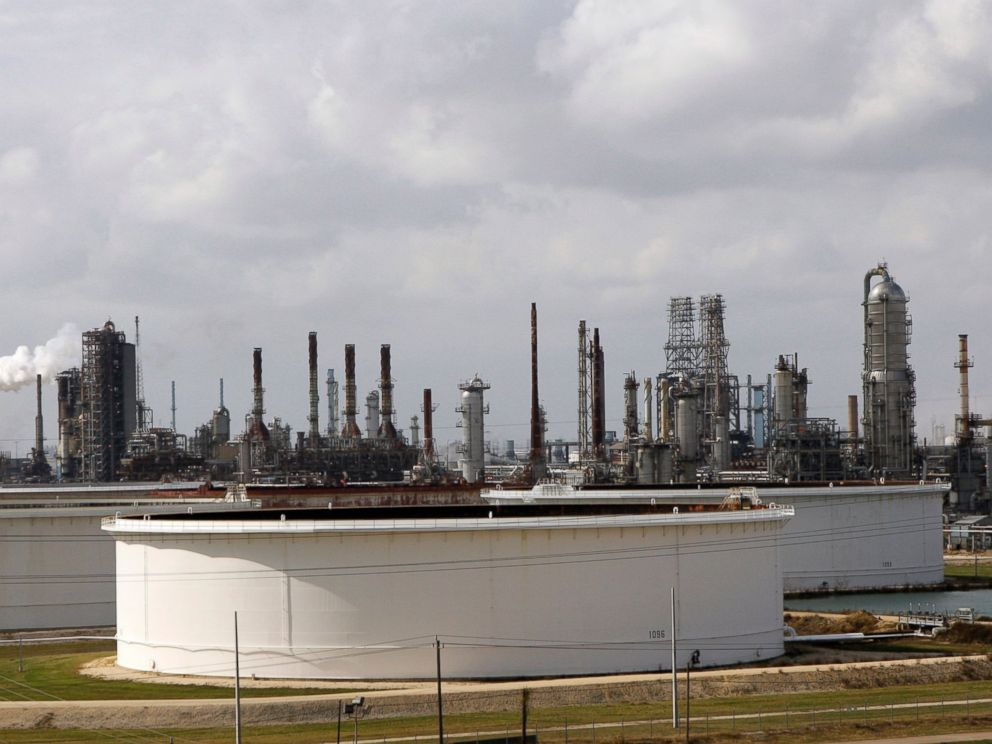 PHOTO: Exxon Mobils Baytown complex is shown in Baytown, Texas, November 2007.