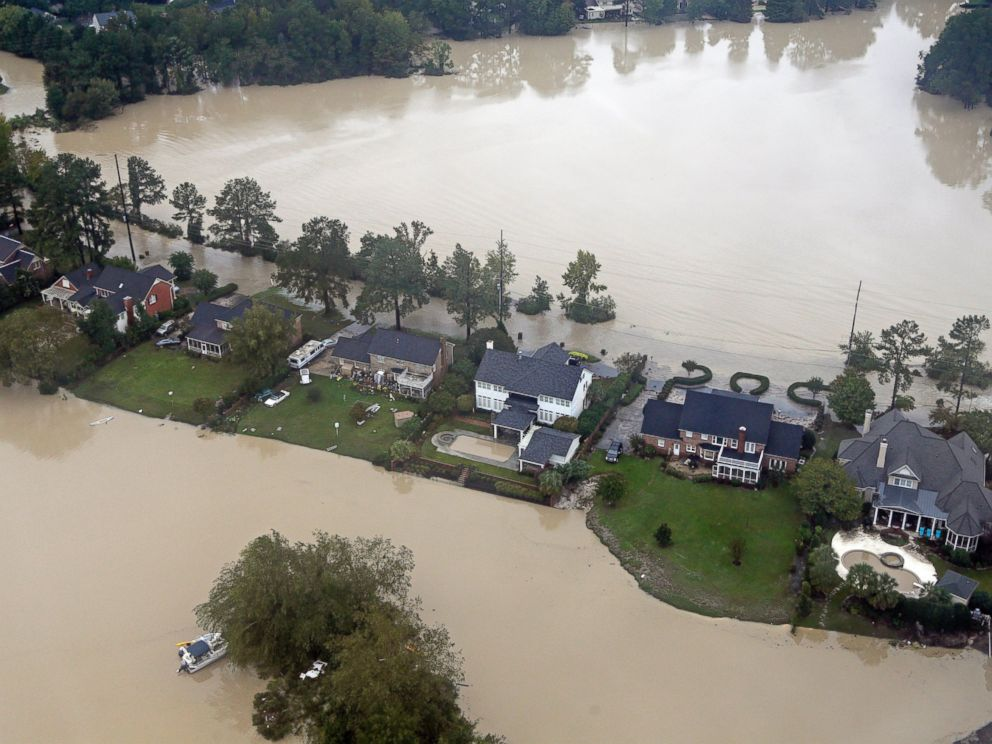 PHOTO: Floodwaters close in on homes on a small piece of land on Lake Katherine in Columbia, S.C., Oct. 5, 2015.