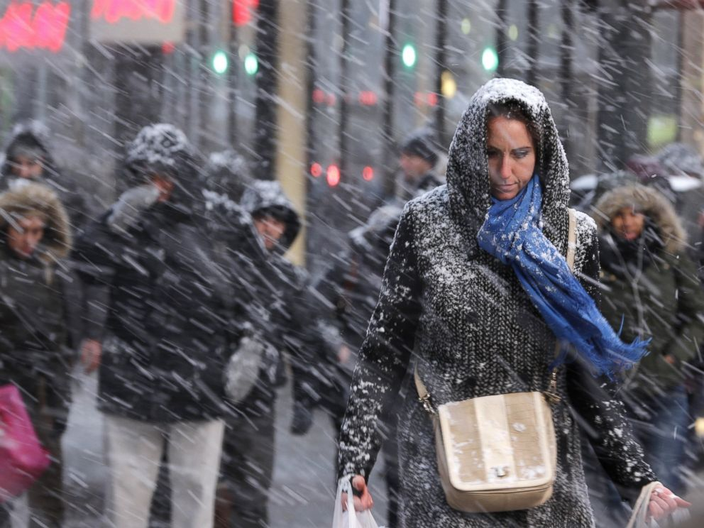 PHOTO: Pedestrians make their way through snow in New York, Jan. 26, 2015.