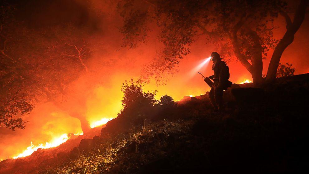 https://s.abcnews.com/images/US/AP_SONOMA_FIRE_MO_20171012_16x9_992.jpg