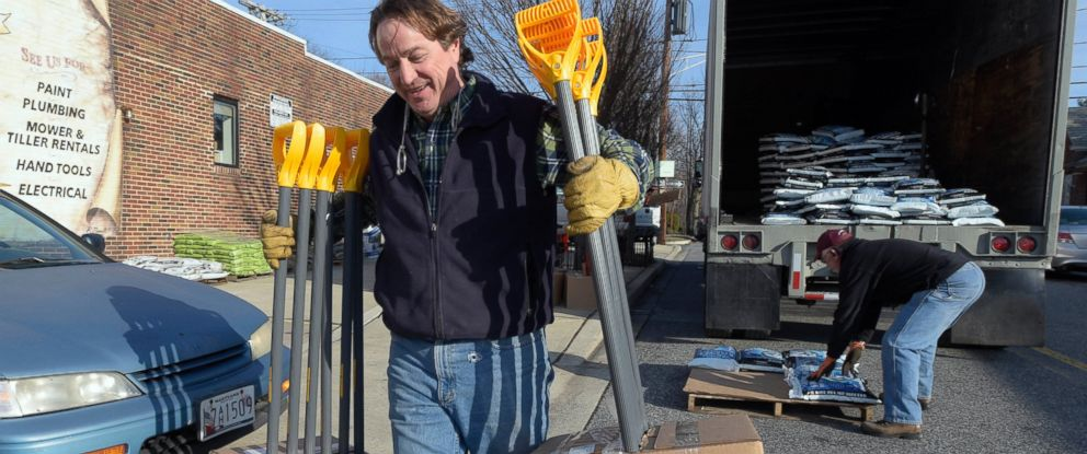PHOTO: Vincent Ayd, left, owner of Ayd Hardware and truck driver Mike Jock unload snow shovels and ice-melt in Towson, Md., Jan. 21, 2016.