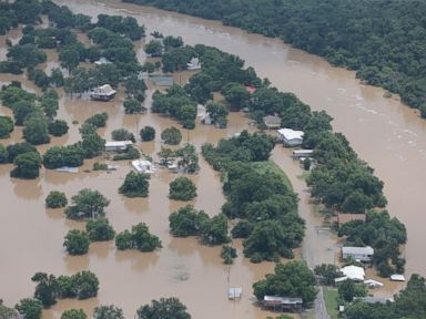 PHOTO: An aerial view of homes in the Horseshoe Bend area on the banks of the Brazos River, June 1, 2016.