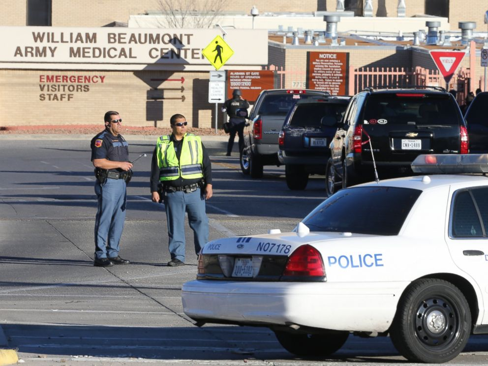 PHOTO: Police officers guard an entrance to the Beaumont Army Medical Center/El Paso VA campus during the search for a gunman, Jan. 6, 2014.