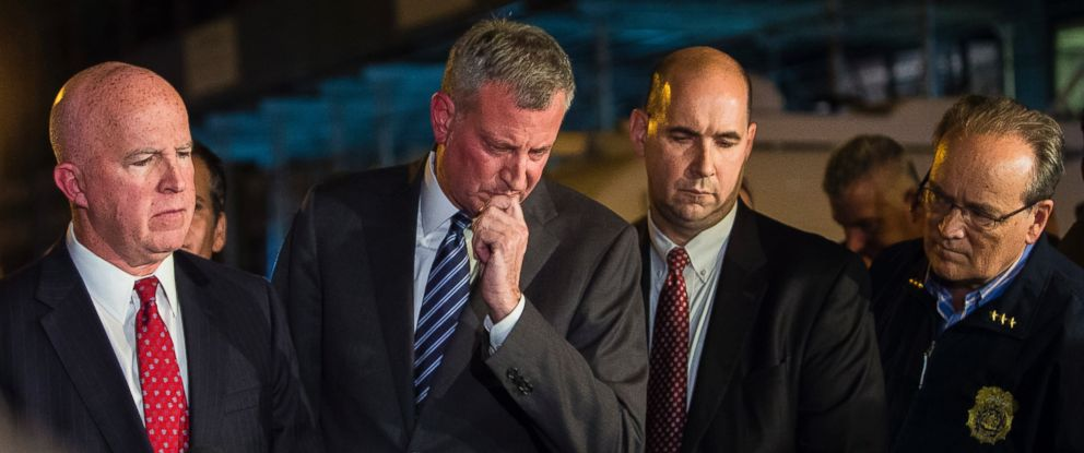 PHOTO: Mayor Bill de Blasio, center, and NYPD Chief of Department James ONeill, left, react during a press conference near the scene of an explosion on West 23rd street in Manhattans Chelsea neighborhood, in New York, Sept. 17, 2016.