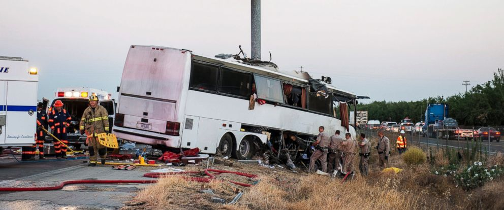 PHOTO: Rescue crews work at the scene of a charter bus crash on northbound Highway 99 between Atwater and Livingston, California, Aug. 2, 2016.