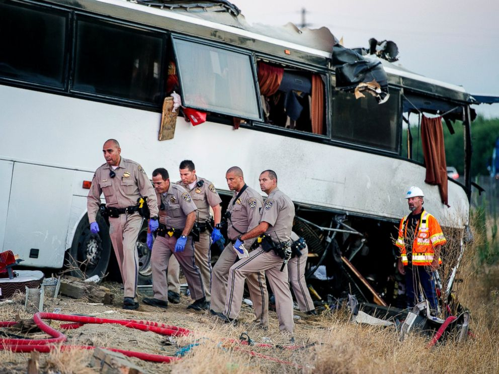 PHOTO: California Highway Patrol officers investigate the scene of a charter bus crash on northbound Highway 99 between Atwater and Livingston, California, Aug. 2, 2016.