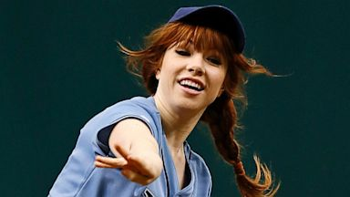 PHOTO: Carly Rae Jepsen Throws Out First Pitch