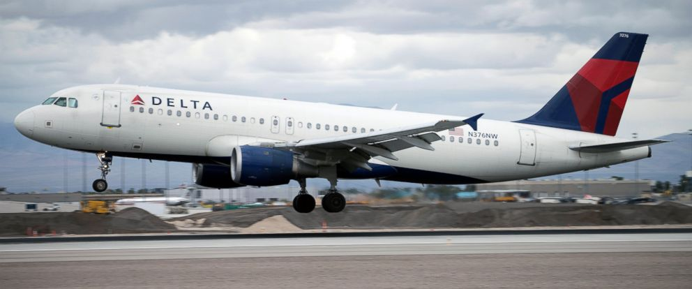 PHOTO: An Airbus A320 jetliner, belonging to Delta Airlines, lands at McCarran International Airport in Las Vegas, Nevada, March 5, 2015.