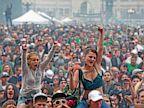 PHOTO: smoke marijuana and listen to live music