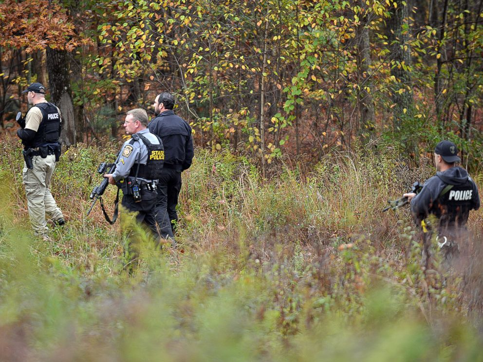 PHOTO: Police search an area in Price Townhsip Pa., near Alpine Ski Resort, Oct. 11, 2014, as they look for Eric Frein, the suspect in last months deadly ambush at a state police barracks.