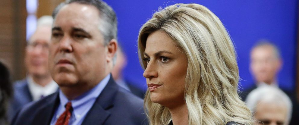 PHOTO: Sportscaster and television host Erin Andrews, right, stands with attorney Scott Carr, left, as they wait for the jury to enter the courtroom before closing arguments, March 4, 2016, in Nashville, Tenn.