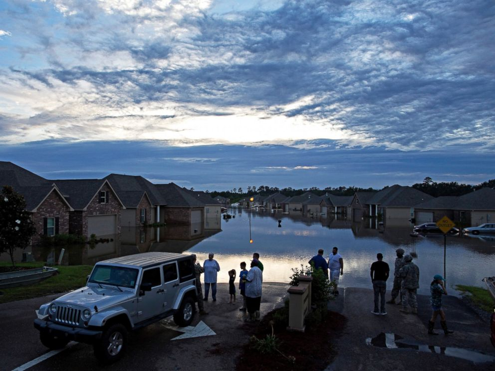 PHOTO: Residents line up on Providence Boulevard in Hammond, La., where flood waters inundated their homes after heavy rains in the region Saturday, Aug. 13, 2016.