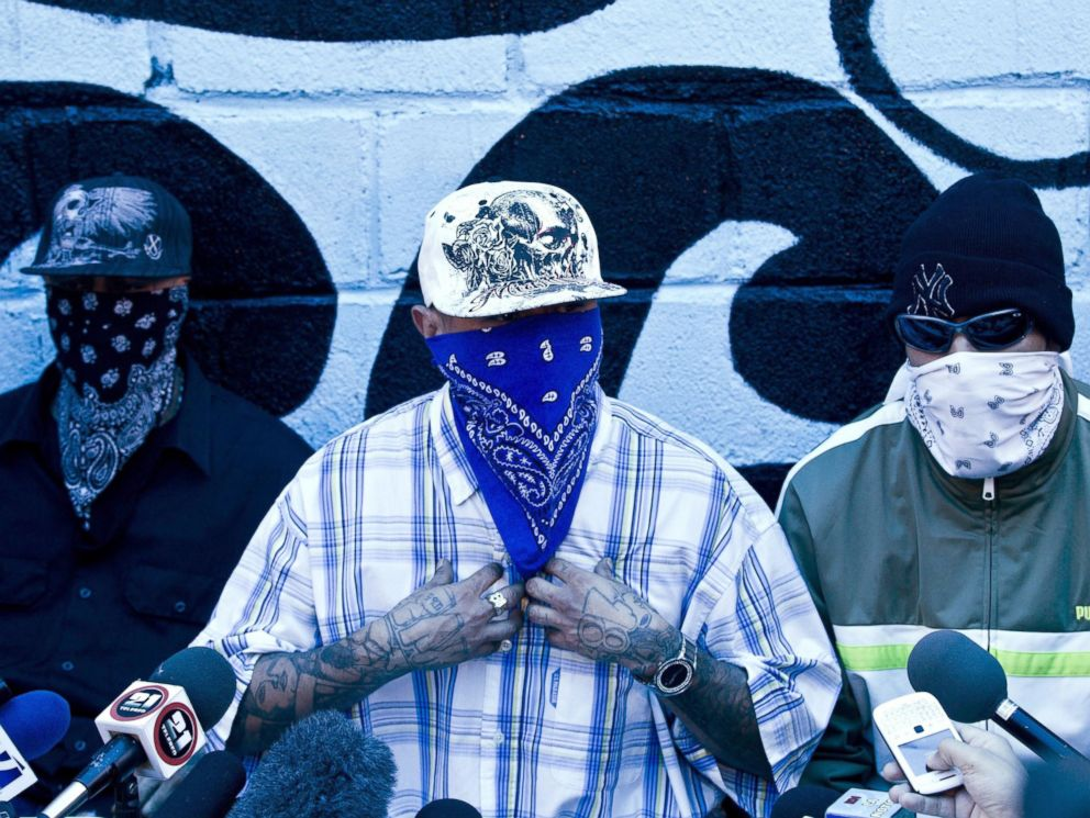 PHOTO: Masked members of the 18th Street gang give a press conference inside the San Pedro Sula prison in Honduras, May 28, 2013.