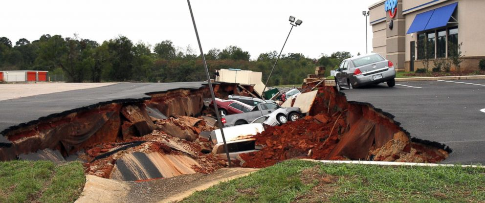 PHOTO: Vehicles are seen here after a cave-in of a parking lot in Meridian, Miss., Nov. 8, 2015.