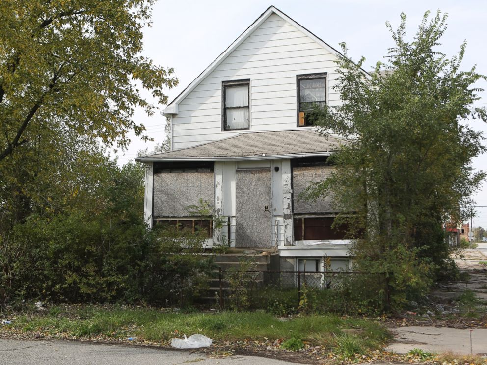 PHOTO: One of the homes in which a body was found is seen, Oct. 20, 2014, at 2200 Massachusetts St. in Gary, Ind.