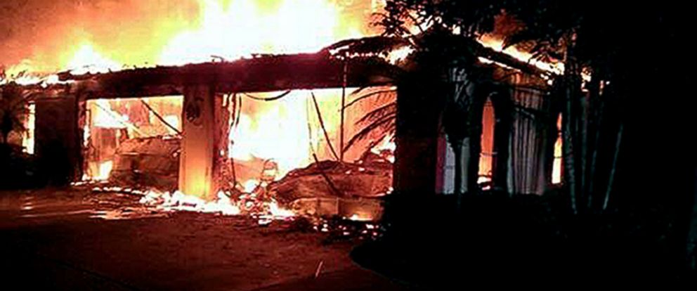 PHOTO: Flames destroy a mansion owned by former tennis star James Blake, May 7, 2014, in a gated community in Tampa, Fla.