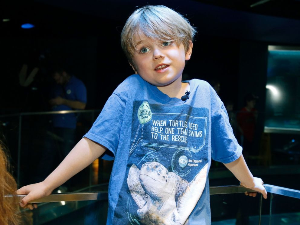 PHOTO: Jasper Rose, of Watertown, Mass., stands by the main tank at the New England Aquarium, April 22, 2016, in Boston.