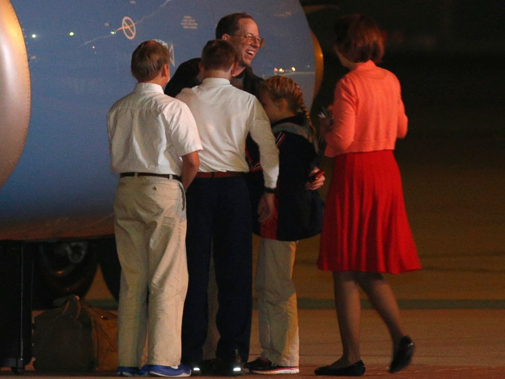 PHOTO: Jeffrey Fowle is greeted by family members on his arrival at Wright-Patterson Airforce Base, Oct. 22, 2014, in Dayton, Ohio.