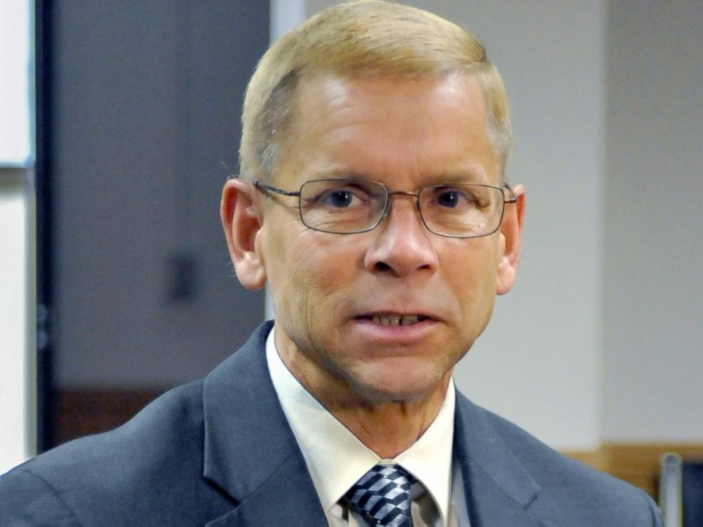 PHOTO: Len Kachinsky, former attorney for accused murder suspect Scott J. Johnson, talked with reporters following a hastily scheduled motions hearing, Oct. 1, 2008.