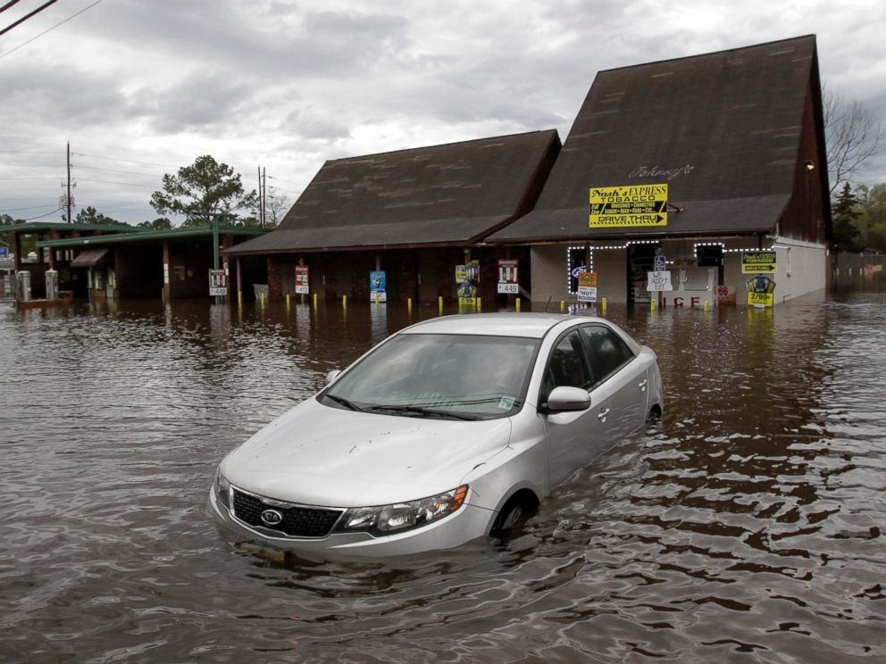 PHOTO: A car sits in flooded water at Nashs Express convenience store in Hammond, La., March 11, 2016.