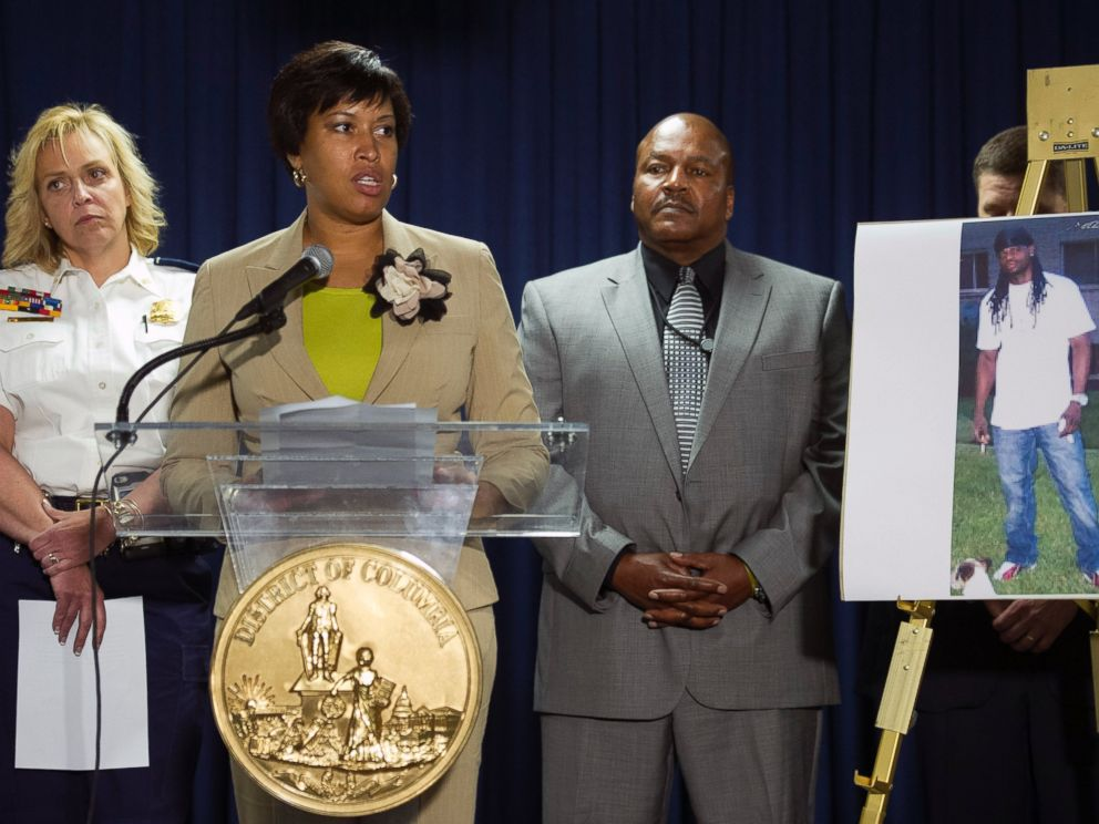 PHOTO: Washington Mayor Muriel Bowser, center, flanked by Police Chief Cathy Lanier, left, and Special Agent in Charge Charlie Smith, Bureau of Alcohol, Tobacco, Firearms and Explosives, speaks during a news conference in Washington, May 21, 2015.