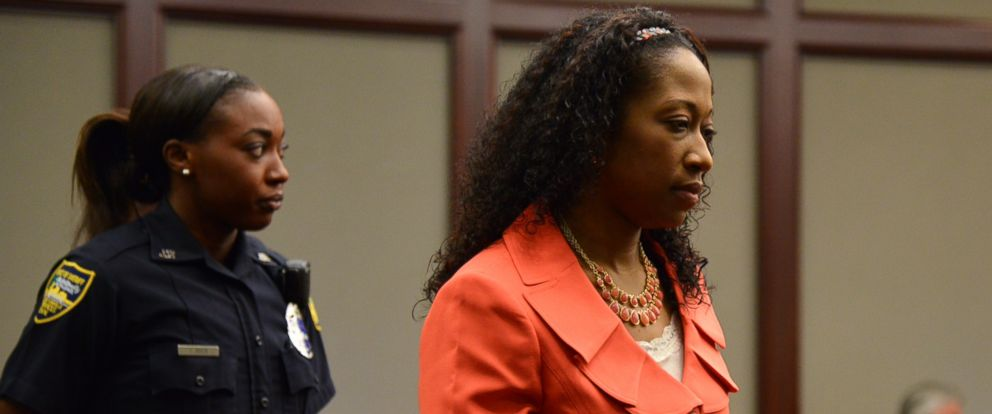 PHOTO: Marissa Alexander enters the courtroom for a hearing on Tuesday, June 10, 2014 in Jacksonville, Fla.