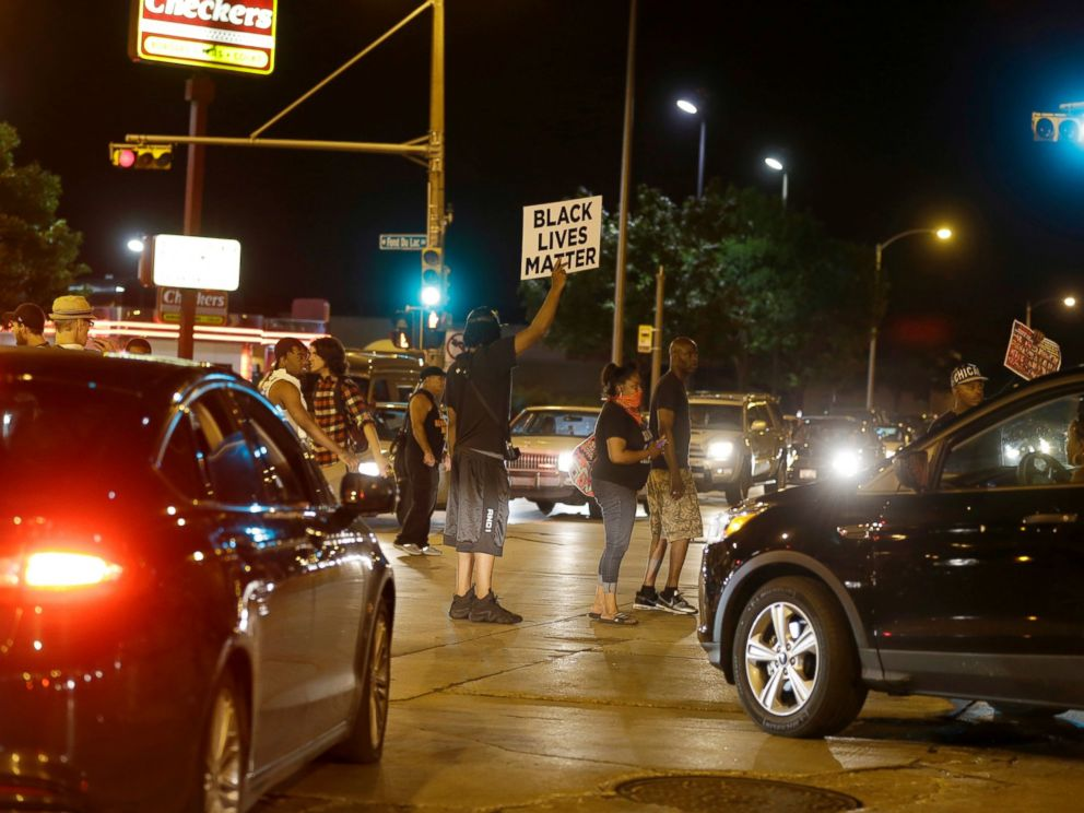 PHOTO: Protesters block traffic at a busy intersection in Milwaukee, Aug. 14, 2016.