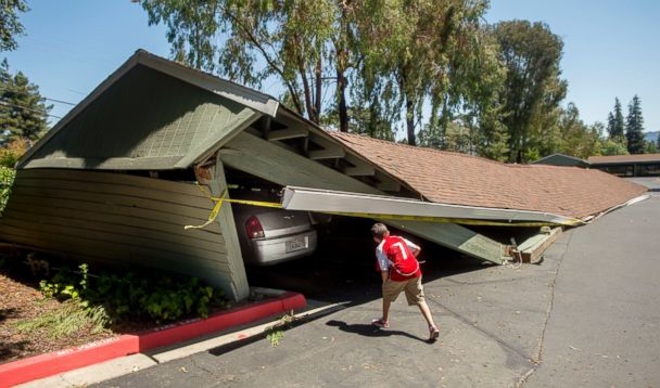 https://s.abcnews.com/images/US/AP_napa_earthquake_carport_jt_140824_17x10_608.jpg
