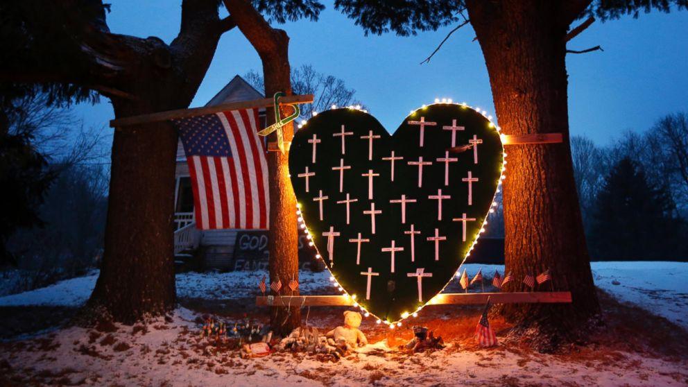 Sandy Hook οικογένειες τιμήσουν την επέτειο με τον σταρκ μήνυμα
