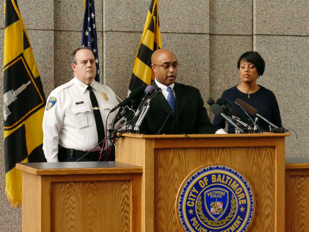 PHOTO: Police Commissioner Anthony W. Batts, center, speaks to the media at a news conference on the death of Freddie Grey with Deputy Commissioner Jerry Rodriguez, left, and Mayor Stephanie Rawlings-Blake in Baltimore, Monday, April 20, 2015.