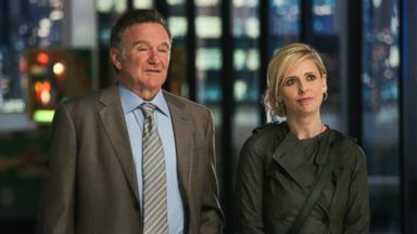 """PHOTO: This publicity image released by CBS shows Robin Williams, left, and Sarah Michelle Gellar in a scene from the pilot episode of """"The Crazy Ones,"""" a new CBS comedy premiering in the fall of 2013."""