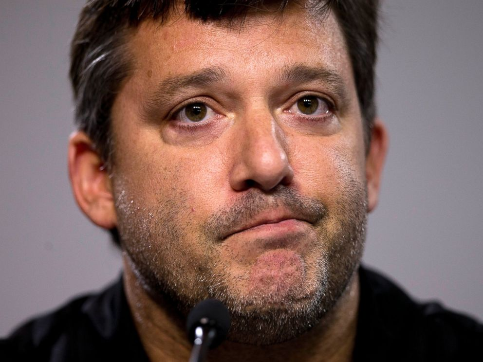 PHOTO: NASCAR auto racing driver Tony Stewart reads a statement during a news conference at Atlanta Motor Speedway in Hampton, Ga., Aug. 29, 2014.