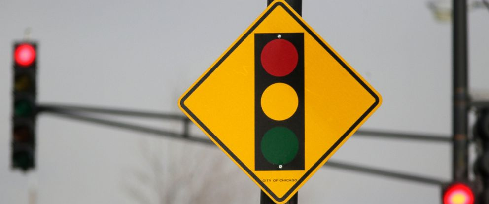 PHOTO: In this photo taken Tuesday, Feb. 10, 2015, a sign warns motorists of the presence of a red light camera in Chicago.
