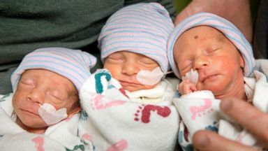 PHOTO: Hannah and Tom Hepner of Quincy, parents of identical triplets, hold, from left, Abby, Laurel and Brindabella in a self care room at Sutter Memorial, Dec. 4, 2013 in Sacramento, Calif.