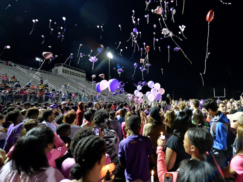 PHOTO: Classmates of Trinity Gay release balloons in her favorite colors in her memory at Lafayette High School, Oct. 17, 2016, in Lexington, Kentucky.